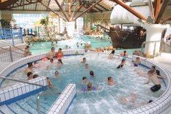 Coral reef waterworld an attraction in bracknell berkshire - Campsites in kent with swimming pool ...