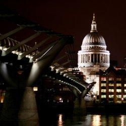 Millennium Bridge Opens – and Closes